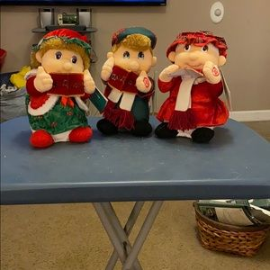 Other - 3 Christmas Carolers sings